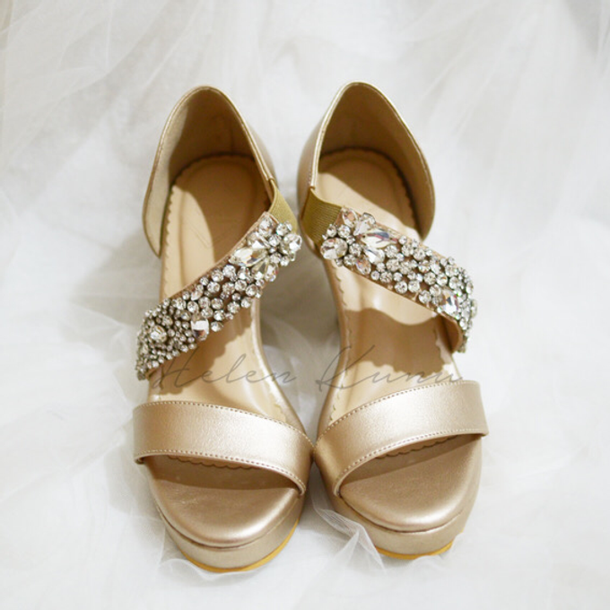 Champagne gold wedding shoes by Helen Kunu by Kunu Looks - 003