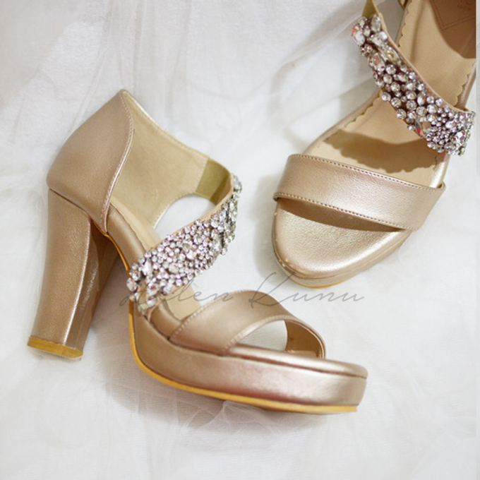 Champagne gold wedding shoes by Helen Kunu by Kunu Looks - 006