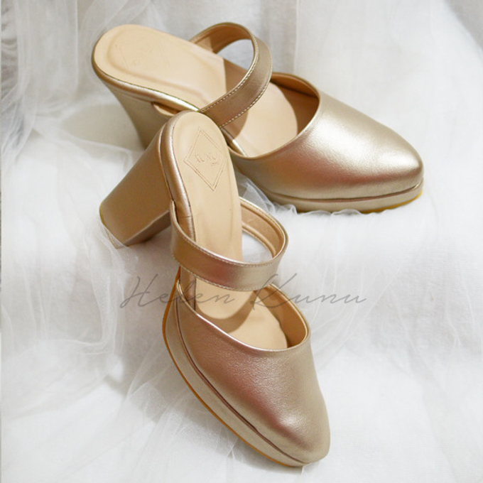 Champagne gold wedding shoes by Helen Kunu by Kunu Looks - 007