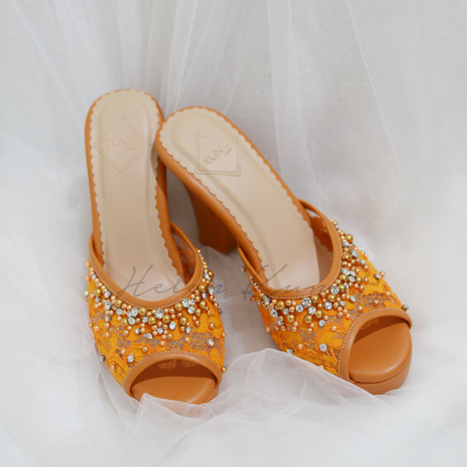 Color heels by Helen Kunu by Kunu Looks - 001