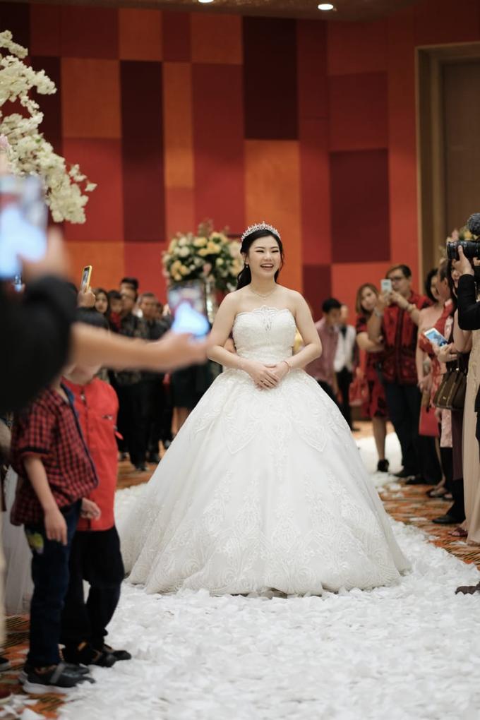Handi & Gina Wedding Day by KYRIA WEDDING - 005