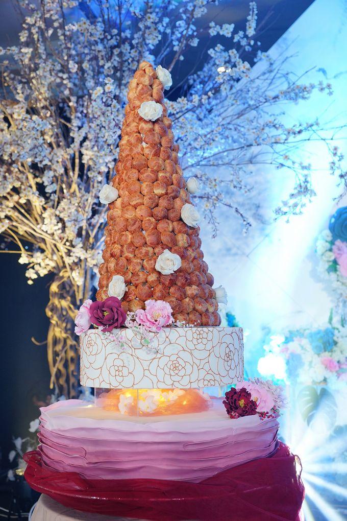 Wedding of Otniel & Felicia - Wedding Croquembouche by Questo La Casa Pastry - 001