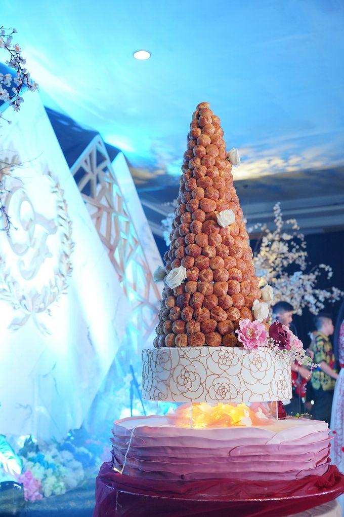 Wedding of Otniel & Felicia - Wedding Croquembouche by Questo La Casa Pastry - 002