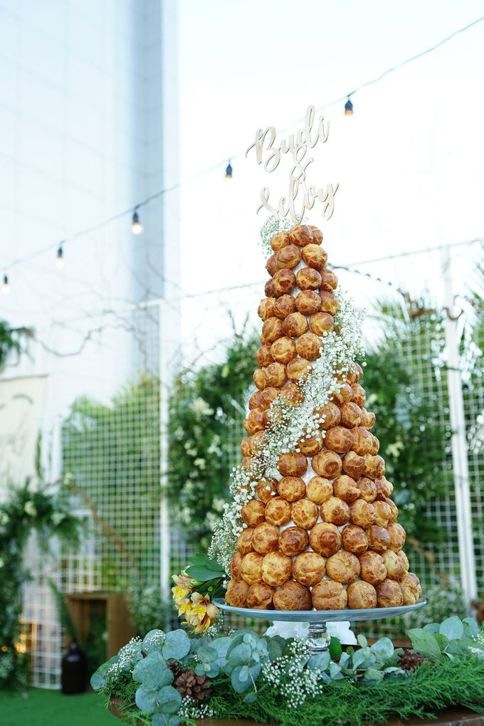 Wedding of Budy & Selvy - Wedding Croquembouche by Questo La Casa Pastry - 001