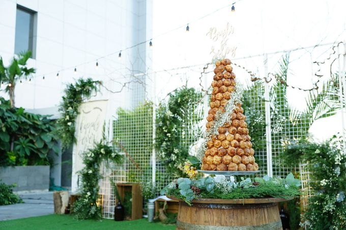 Wedding of Budy & Selvy - Wedding Croquembouche by Questo La Casa Pastry - 002