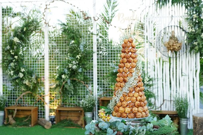 Wedding of Budy & Selvy - Wedding Croquembouche by Questo La Casa Pastry - 003