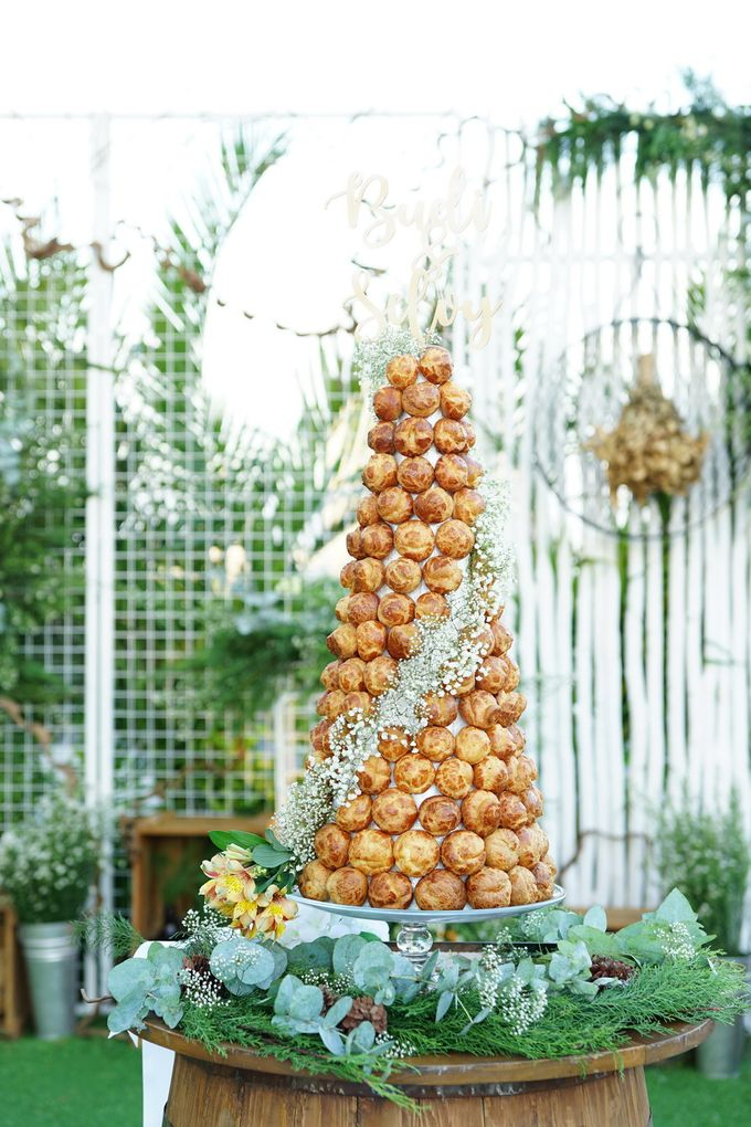 Wedding of Budy & Selvy - Wedding Croquembouche by Questo La Casa Pastry - 004
