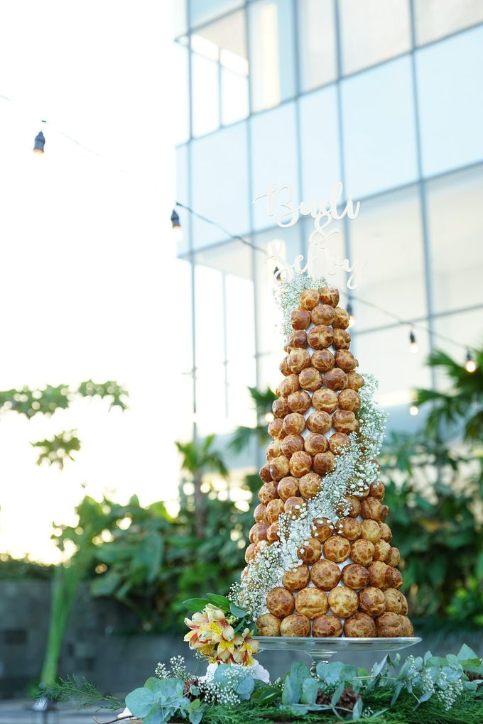 Wedding of Budy & Selvy - Wedding Croquembouche by Questo La Casa Pastry - 006