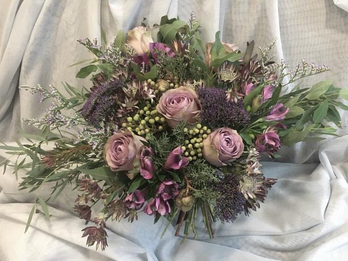 Rustic Garden bouquet for Pre-Wed Photoshoot by La Fleur Société - 002