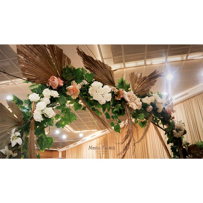Laras & Rijal Wedding Decoration by Nona Manis Creative Planner - 010