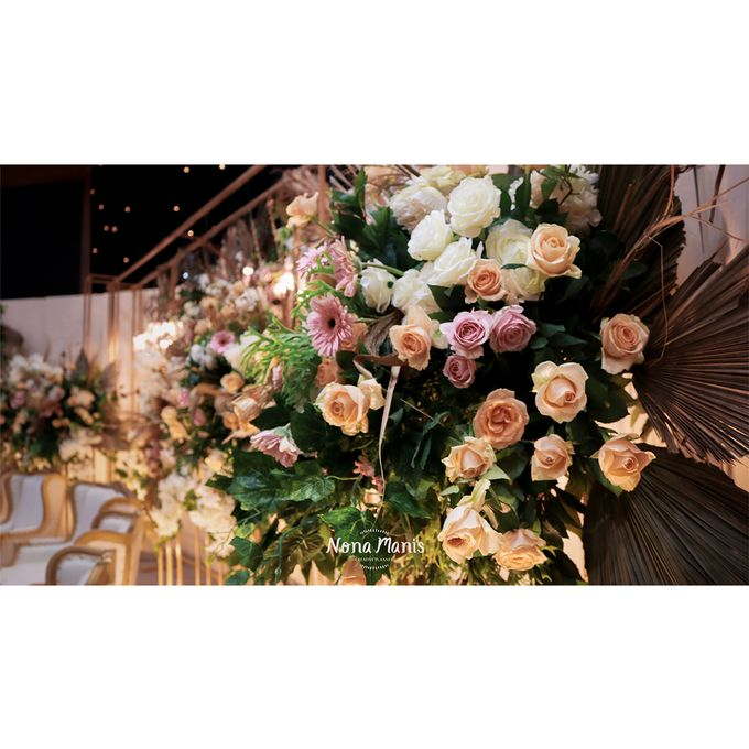 Laras & Rijal Wedding Decoration by Nona Manis Creative Planner - 011