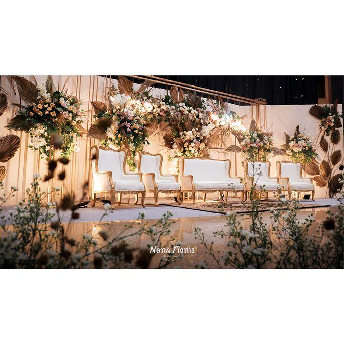 Laras & Rijal Wedding Decoration by Nona Manis Creative Planner - 002