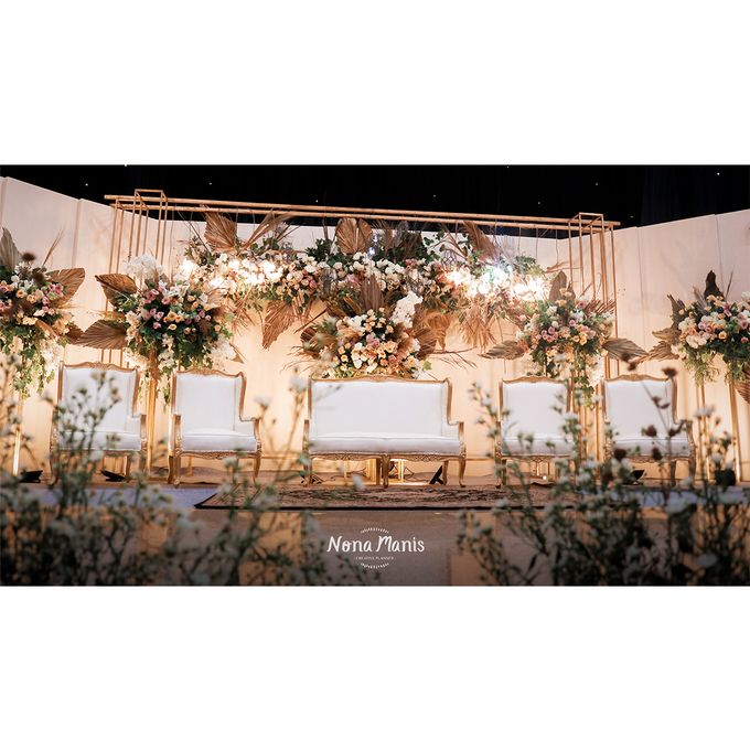Laras & Rijal Wedding Decoration by Nona Manis Creative Planner - 003