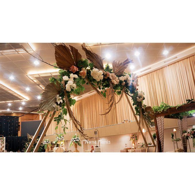 Laras & Rijal Wedding Decoration by Nona Manis Creative Planner - 004