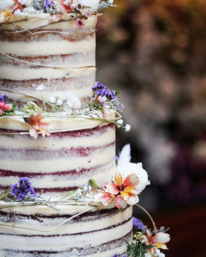 Wedding Cake - Kerwin & Lisa by Lareia Cake & Co. - 003