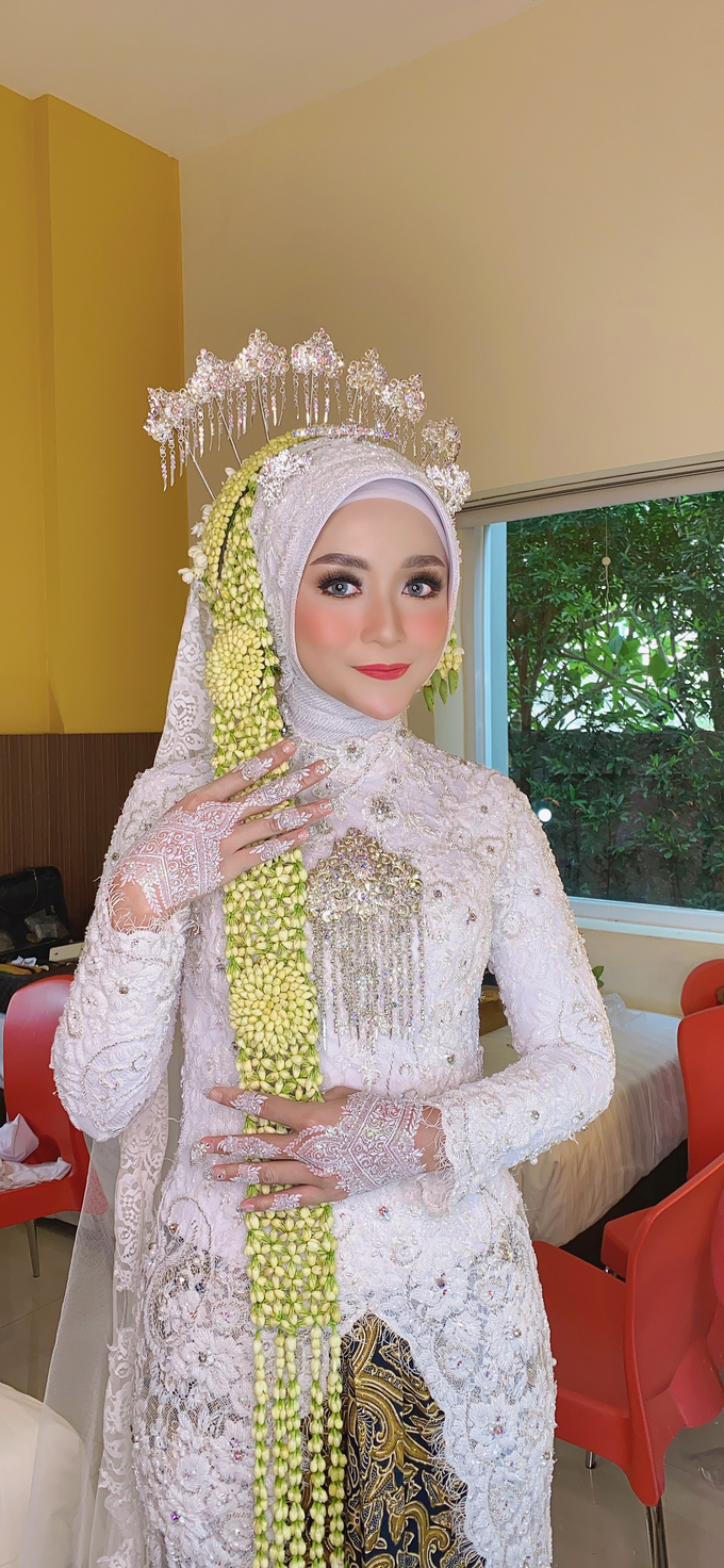 Wedding Make Up Jawa  by LCK Makeup Artist - 003