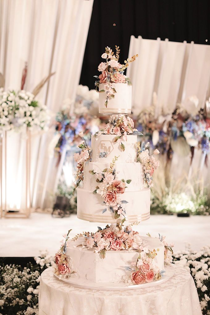 5 & 6 Tiers Wedding Cake by LeNovelle Cake - 003