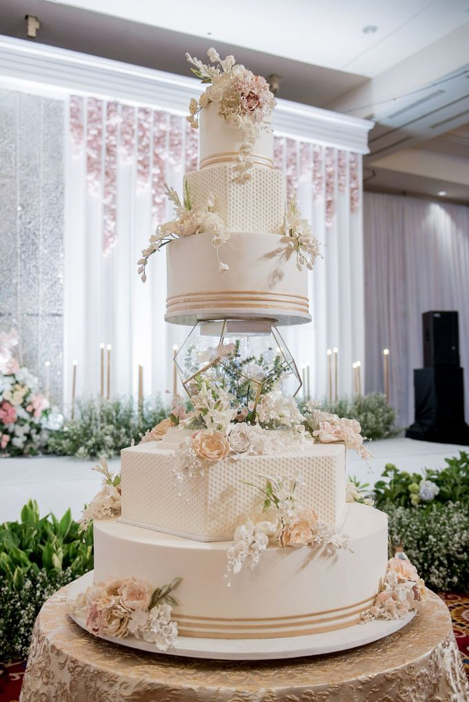 5 & 6 Tiers Wedding Cake by LeNovelle Cake - 004