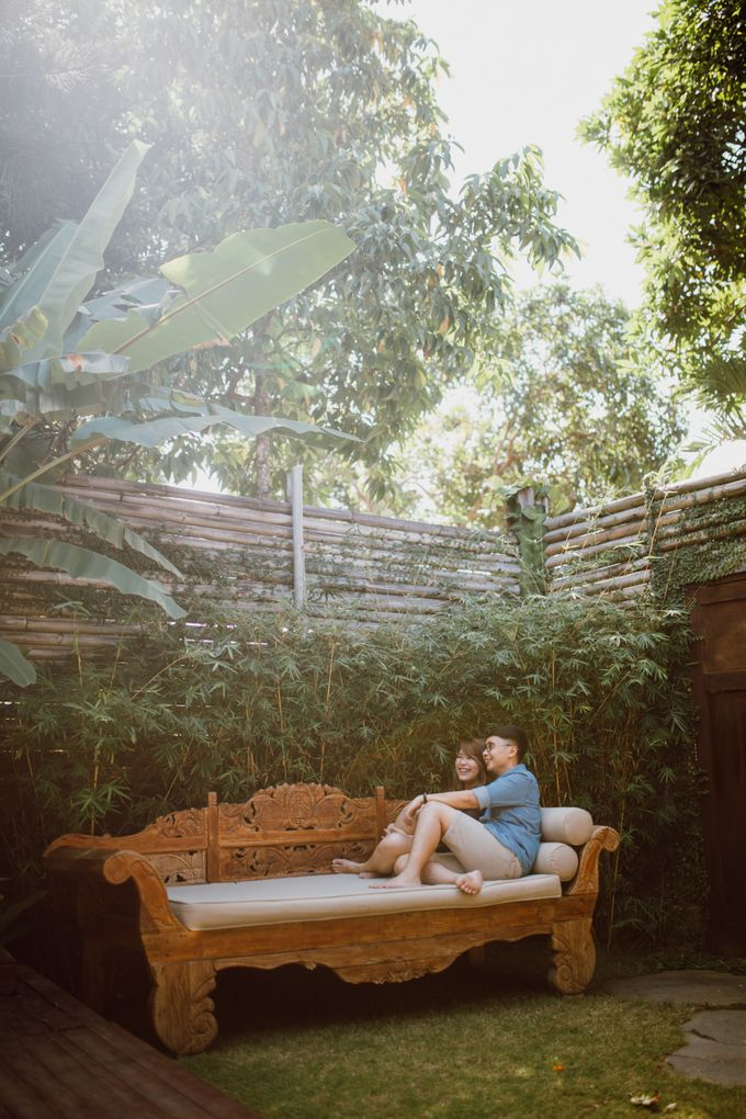 Chic Beach Villa & Golden Hour Engagement Shoot by fire, wood & earth - 005