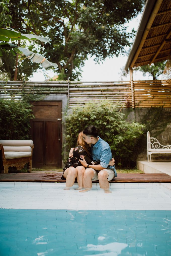 Chic Beach Villa & Golden Hour Engagement Shoot by fire, wood & earth - 006