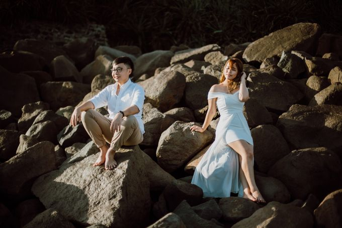 Chic Beach Villa & Golden Hour Engagement Shoot by fire, wood & earth - 016