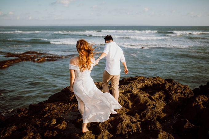 Chic Beach Villa & Golden Hour Engagement Shoot by fire, wood & earth - 018