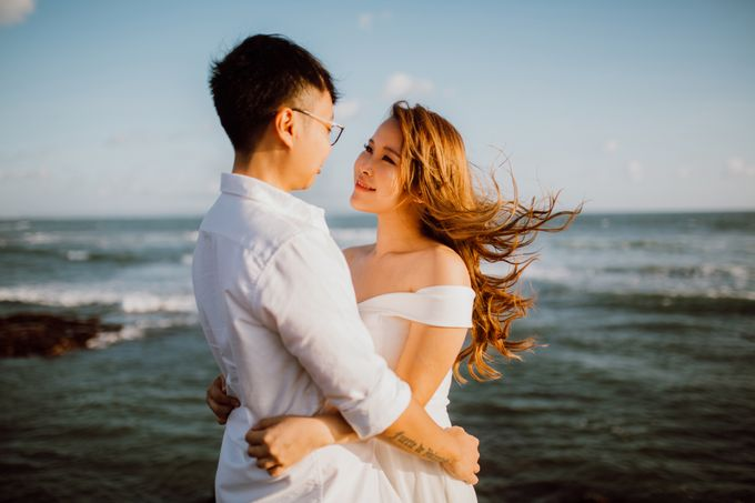Chic Beach Villa & Golden Hour Engagement Shoot by fire, wood & earth - 021