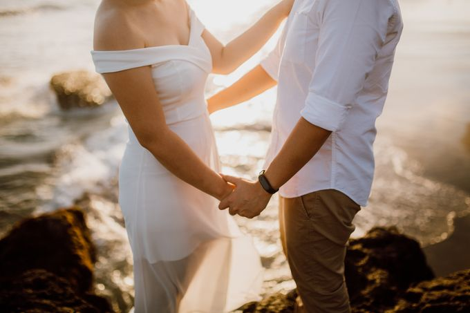 Chic Beach Villa & Golden Hour Engagement Shoot by fire, wood & earth - 022