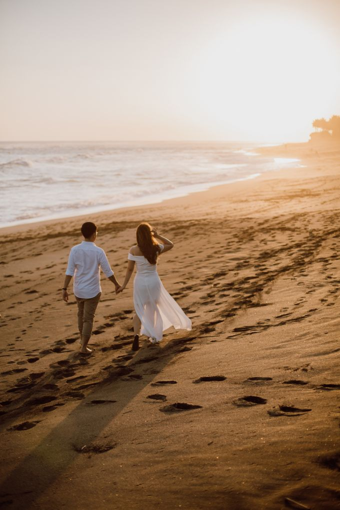 Chic Beach Villa & Golden Hour Engagement Shoot by fire, wood & earth - 026