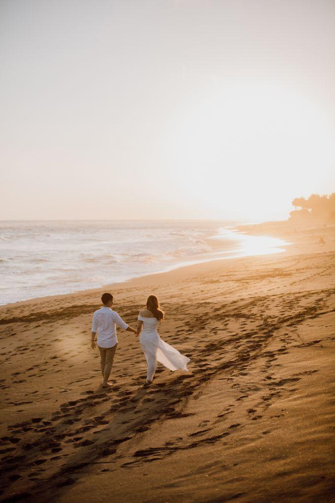 Chic Beach Villa & Golden Hour Engagement Shoot by fire, wood & earth - 027