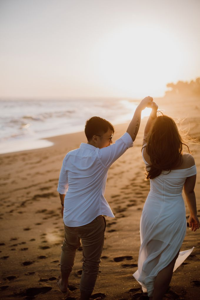 Chic Beach Villa & Golden Hour Engagement Shoot by fire, wood & earth - 028
