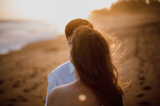 Chic Beach Villa & Golden Hour Engagement Shoot by fire, wood & earth - 029