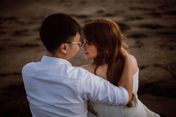 Chic Beach Villa & Golden Hour Engagement Shoot by fire, wood & earth - 039