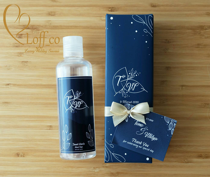 Deep Cleansing Hand Soap and Shower Gel by Loff_co souvenir - 046
