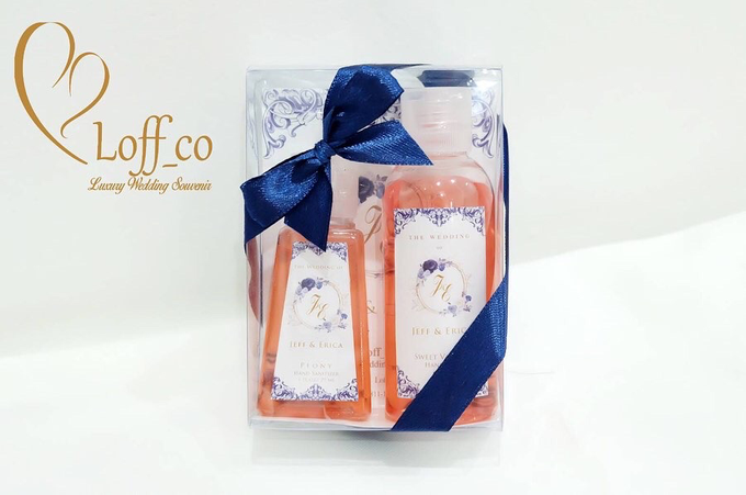 Deep Cleansing Hand Soap and Shower Gel by Loff_co souvenir - 047