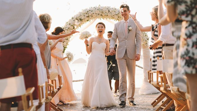 Beach wedding photo at Conrad Koh Samui by Lovedezign Photography - 034