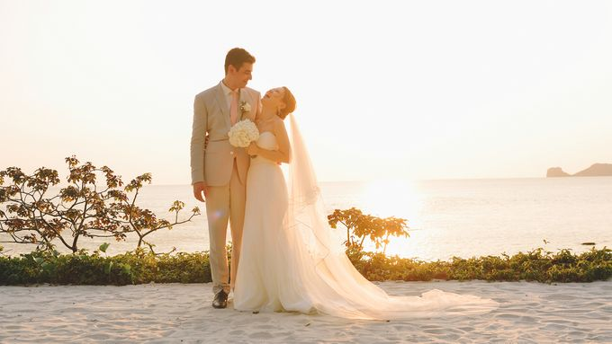 Beach wedding photo at Conrad Koh Samui by Lovedezign Photography - 038