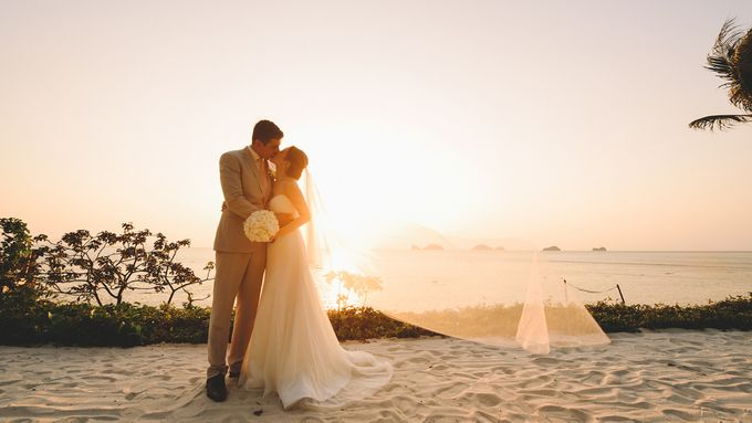 Beach wedding photo at Conrad Koh Samui by Lovedezign Photography - 047