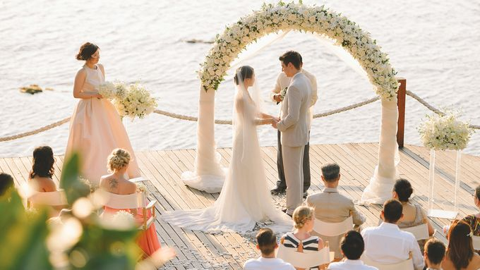 Beach wedding photo at Conrad Koh Samui by Lovedezign Photography - 027