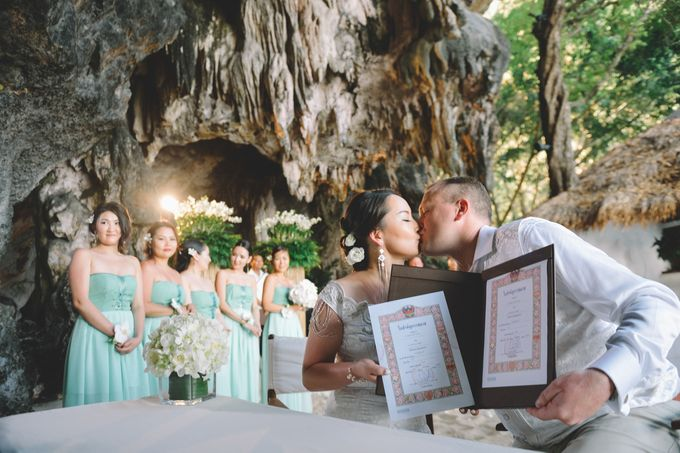 Wedding in the cave and junk  cruise honeymoon trip by Lovedezign Photography - 026