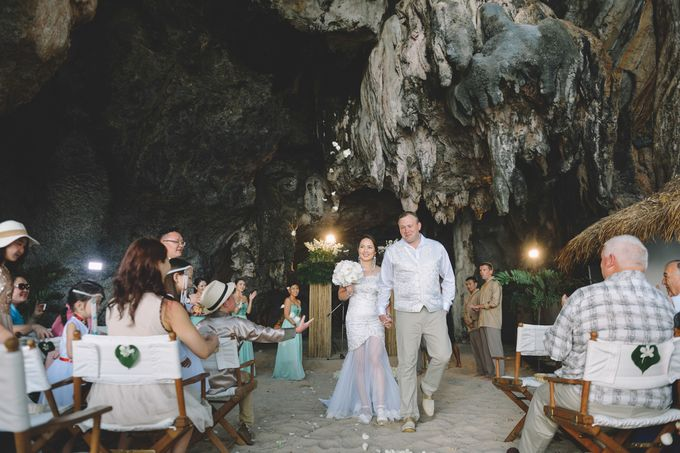 Wedding in the cave and junk  cruise honeymoon trip by Lovedezign Photography - 027
