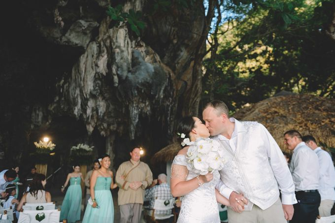 Wedding in the cave and junk  cruise honeymoon trip by Lovedezign Photography - 029