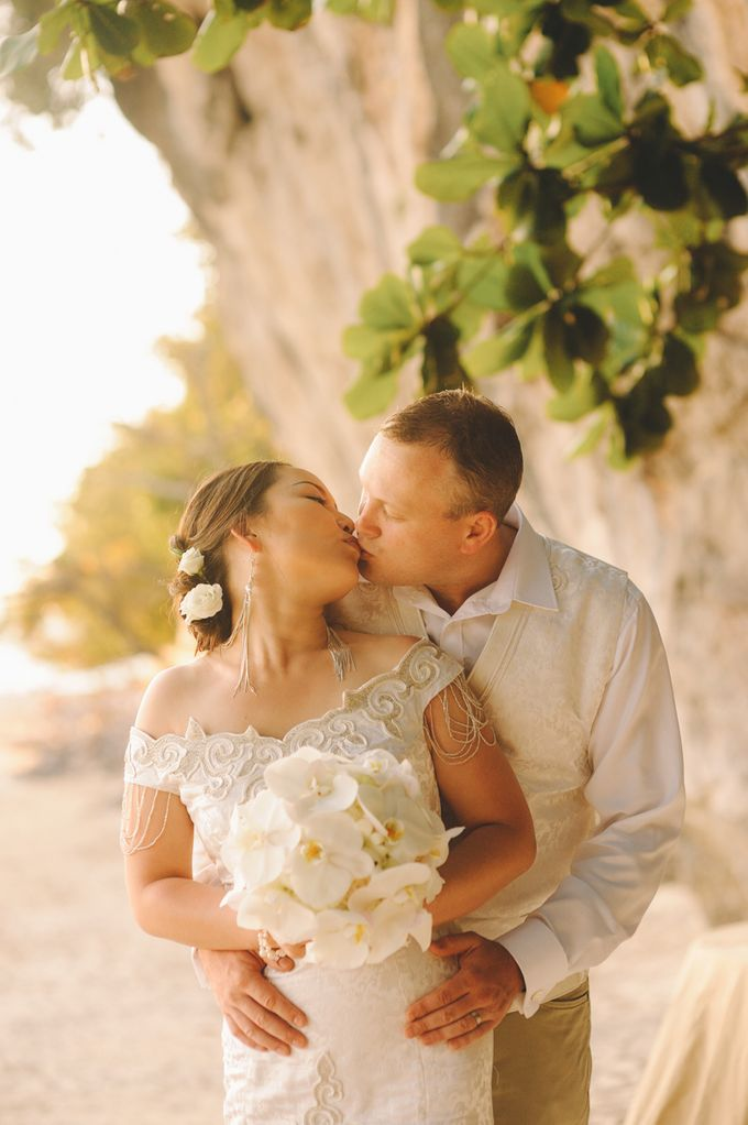 Wedding in the cave and junk  cruise honeymoon trip by Lovedezign Photography - 038