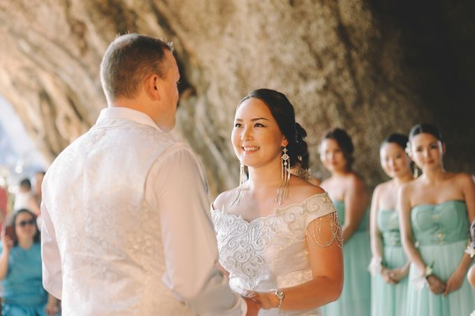 Wedding in the cave and junk  cruise honeymoon trip by Lovedezign Photography - 019