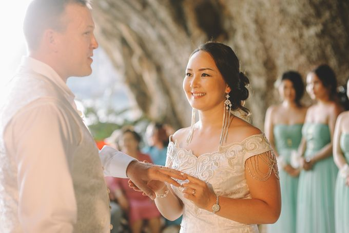 Wedding in the cave and junk  cruise honeymoon trip by Lovedezign Photography - 023