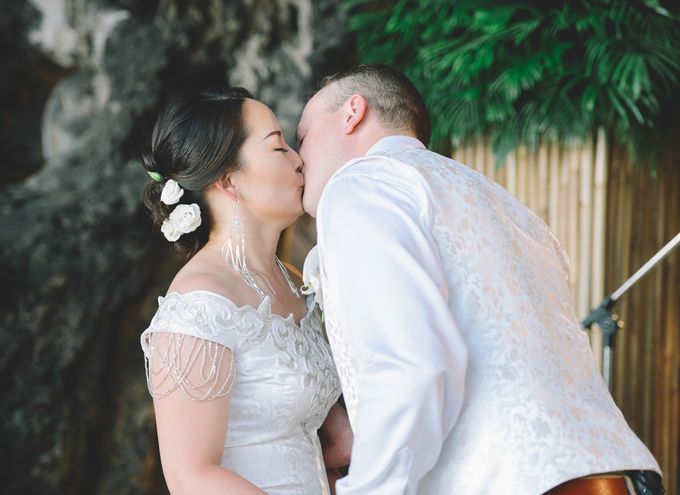 Wedding in the cave and junk  cruise honeymoon trip by Lovedezign Photography - 025