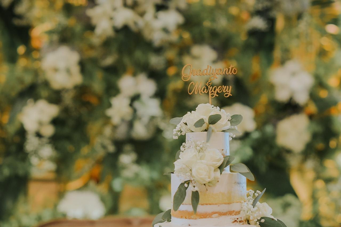 Romantic white by Lovemedecor.id - 001