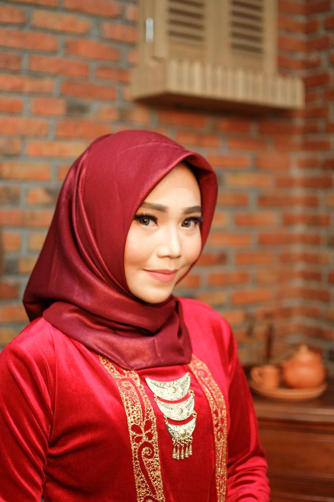 omg...so pretty with hijab by R & E Bridal - 004