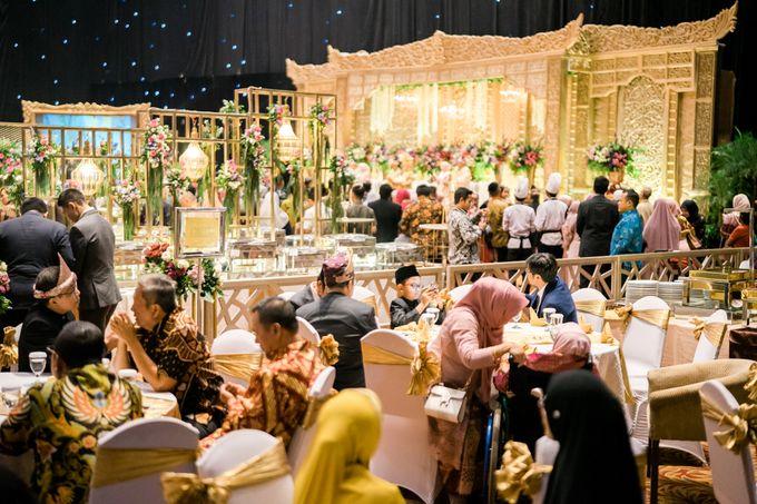 Wedding Rendra & Indri Granada Ballroom Menara 165 by Medina Catering - 013