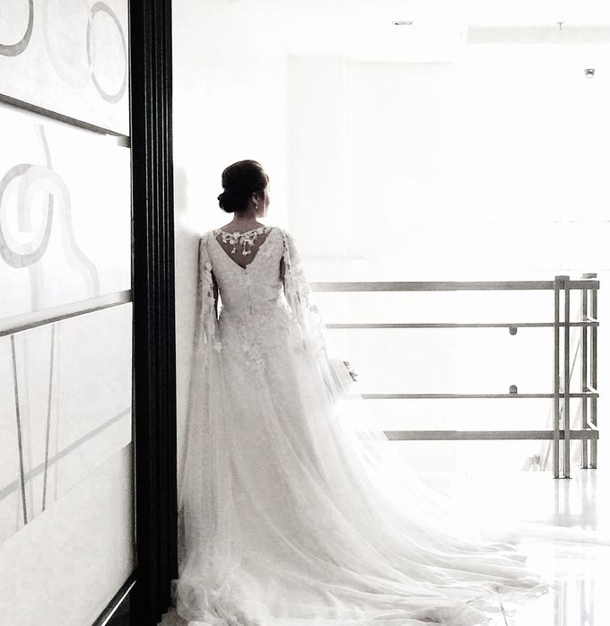 Beautiful Low-back Wedding Gown by Obra Alta Costura - 004